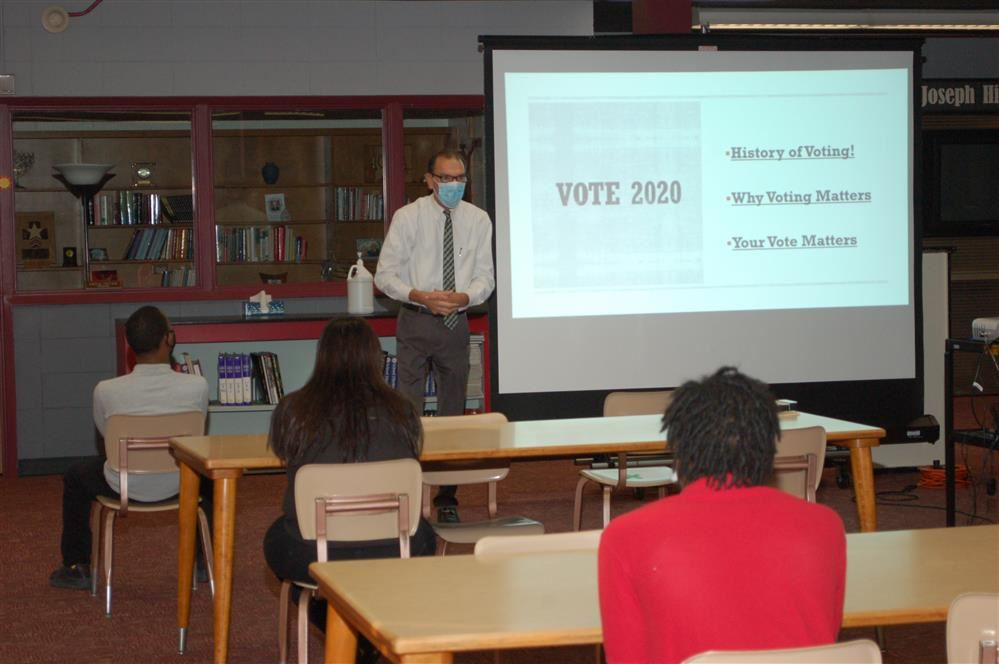 It Counts! Seniors and juniors learn the importance of voting (read more)